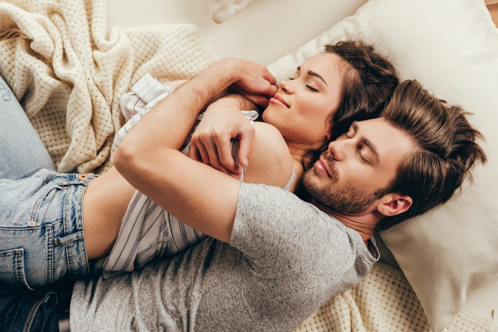 9 Daily Habits Of Happy Couples